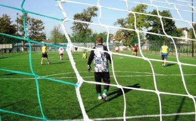 Obrazek przedstwiający dzieci grające w piłkę