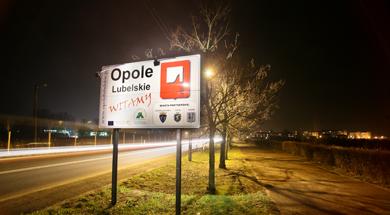 Zdjęcie przedstawiające wjazd do Opola Lubelskiego
